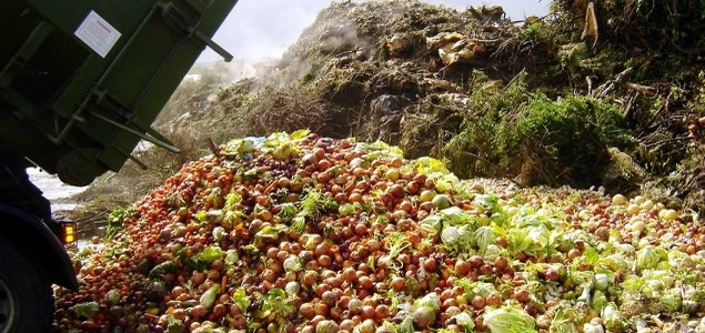 Daily, 95.4 tons of food go to waste in Manaus, capital of a state where 648,600 people are included in the range of extreme poverty. | Image credit: Cáritas Brasileira