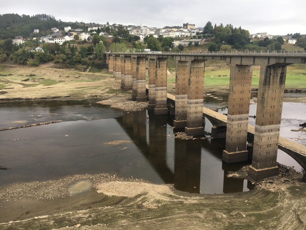 The water level in the Belesar reservoir is so low, the remains of the old town can be seen. When the dam was built in 1960, the town was relocated and rebuilt, brick by brick, on the hill on the other side of this bridge.