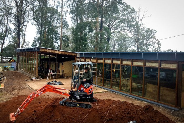 Photo: The Earthship rises: The building takes shape at Kinglake, one of the worst-hit areas in the Black Saturday fires. (Supplied: Daryl Taylor)