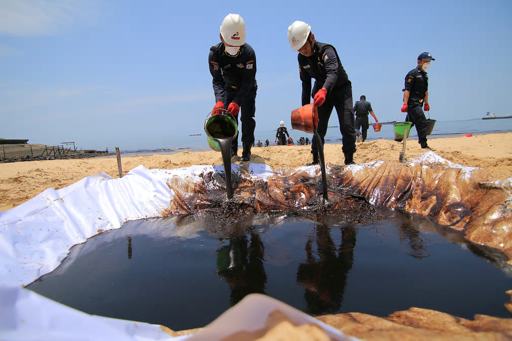 The admission by Pertamina that a burst pipe was responsible for the spill follows four days of denials by the company. Photograph: Anggi Praditha/Kaltim Post/Greenpeace