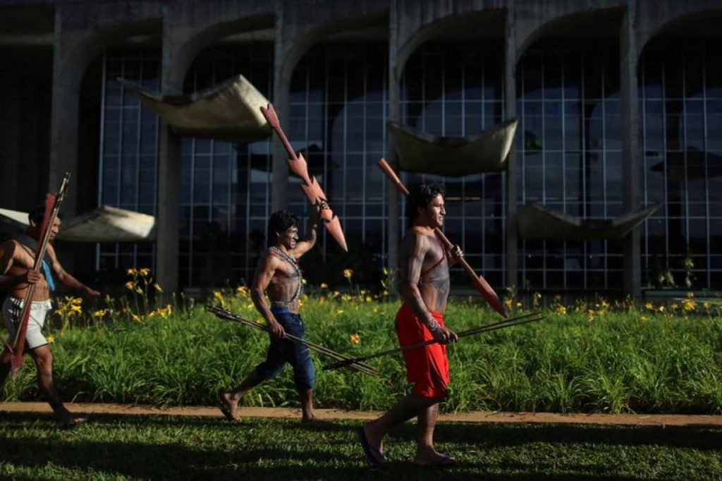 Indigenous people from the Munduruku tribe attend a demonstration in front of the Justice Palace, requesting demarcation of indigenous lands in the Amazon rainforest, in Brasilia, Brazil November 29, 2016. REUTERS/Adriano Machado/File