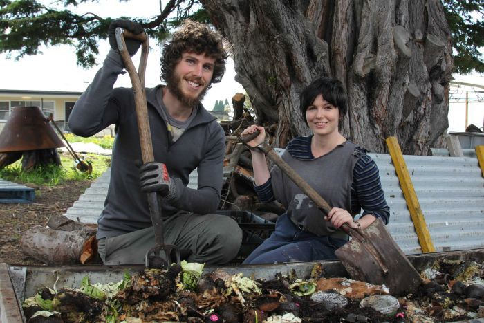 Photo: Friends Tom Crawford and Gabriela O'Leary are creating Hobart's first compost cooperative. (ABC Hobart: Georgie Burgess)
