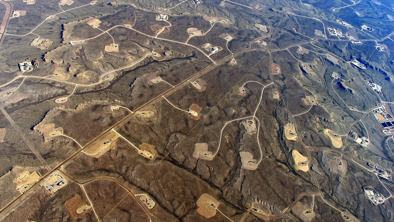 Fracking wells on the Jonah oil and gas field, Wyoming, US (Photo: Ecoflight)